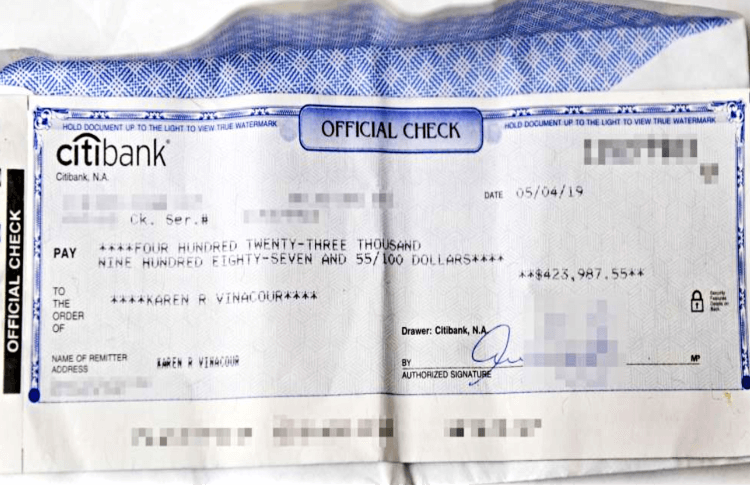 Woman Leaves No Tip Lost Check Forgets Check