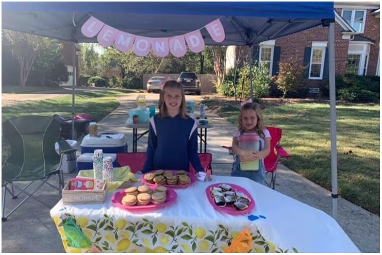 Sisters Raise Money Thanksgiving Meals