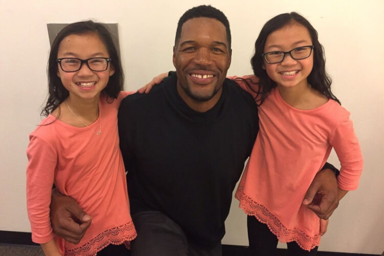 Twin Sisters Meet For The First Time After Being Adopted By Separate Families - 0