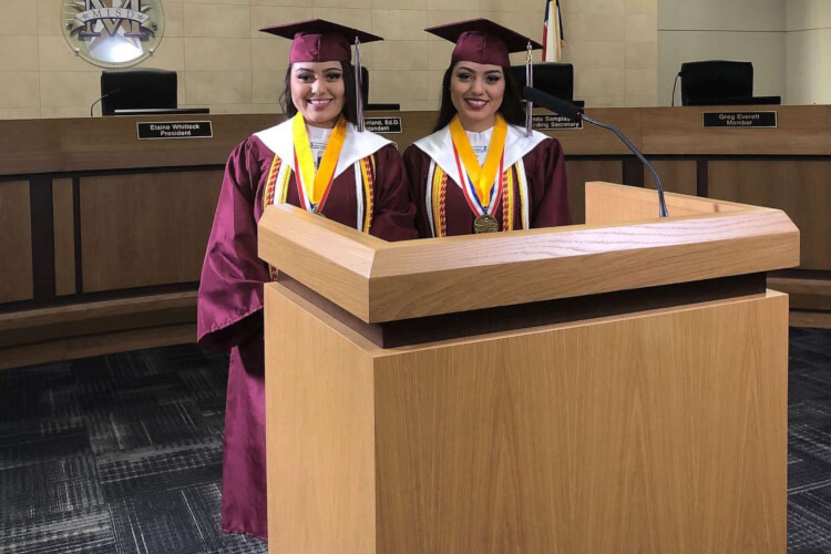 Twin Sisters Valedictorian And Salutatorian High School