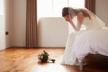 Bride Reads Cheating Fiance Texts At Altar