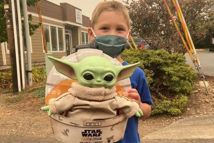 5-Year-Old Donates Baby Yoda Doll to Firefighters - 0